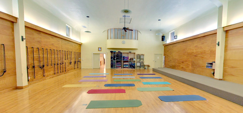 Larchmont Center For Yoga Yoga Classes Yoga Teacher Training Yogaworks
