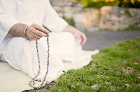 Seva Simran Singh leads Yogic House Cleaning: Clearing Inner Anger, a live-streamed online Kundalini yoga workshop, to be broadcast on Zoom on Sunday, August 9.